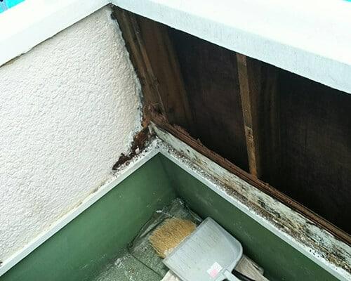 壁の内側木部の腐食も見受けられます