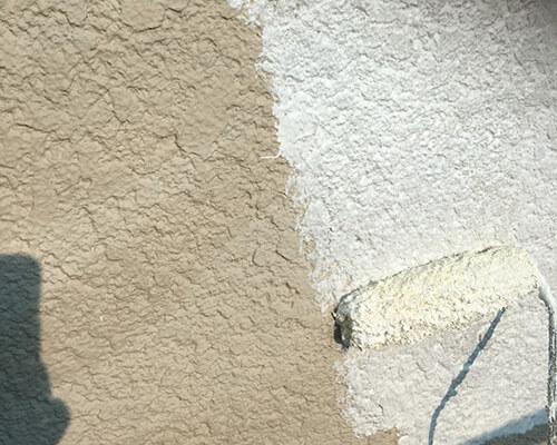 下塗り材にソフトサーフを塗ります