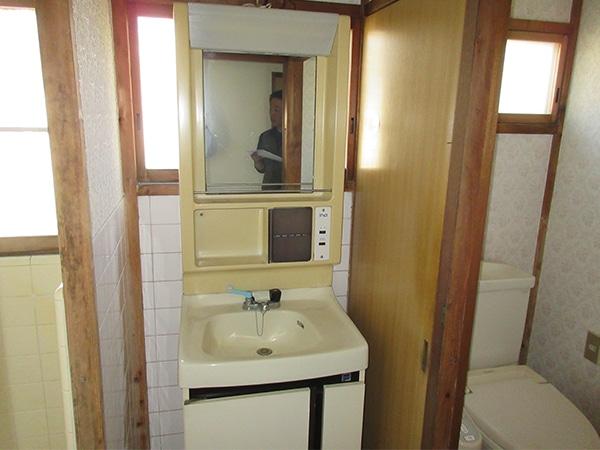 こちらが古い洗面台